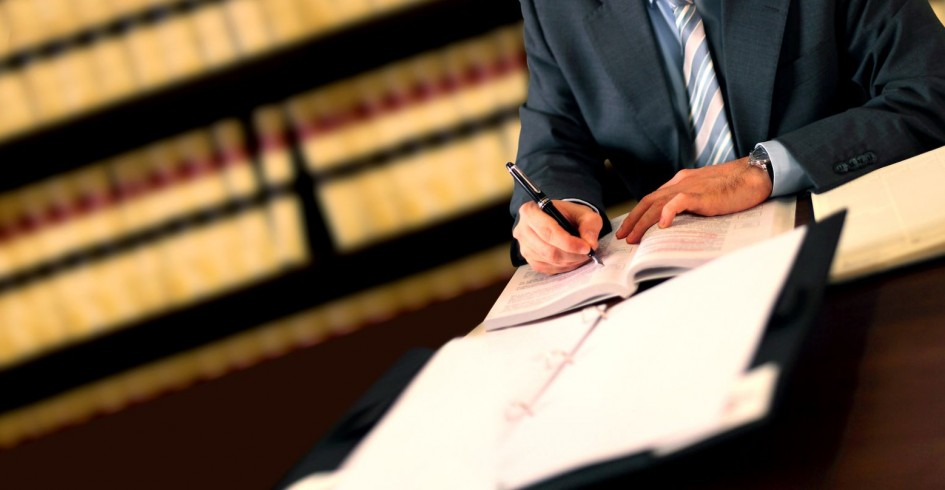 024959563-lawyer(1)